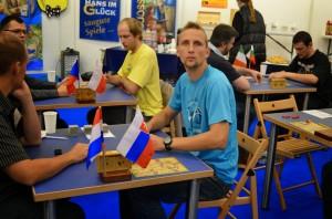 Matej Tabak ze Slovenska v modrém a Martin Mojžíš z Česka ve žlutém tryčku.