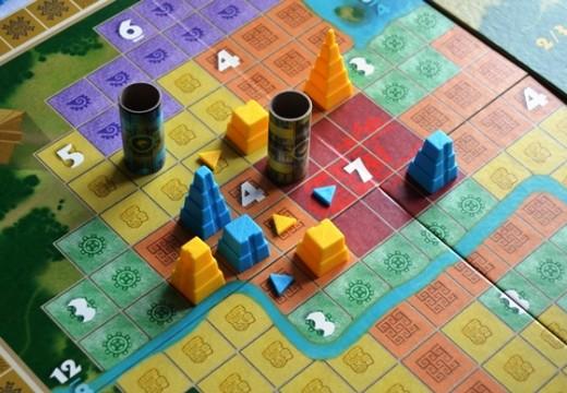 Pacal´s Rocket je strategie s budováním mayských pyramid